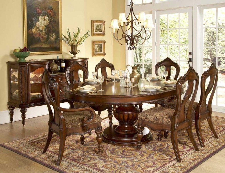 Mesa circular para un comedor cl sico im genes y fotos - Muebles de comedor clasicos ...