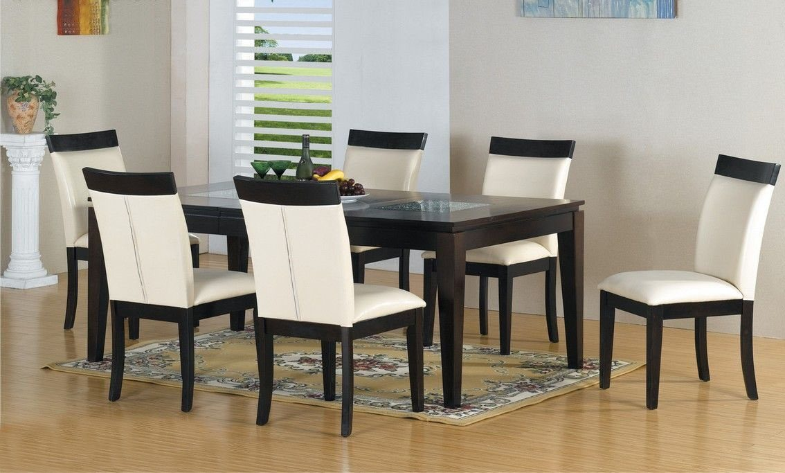 Decoraci n cl sica atemporal for Sillas de comedor blancas modernas