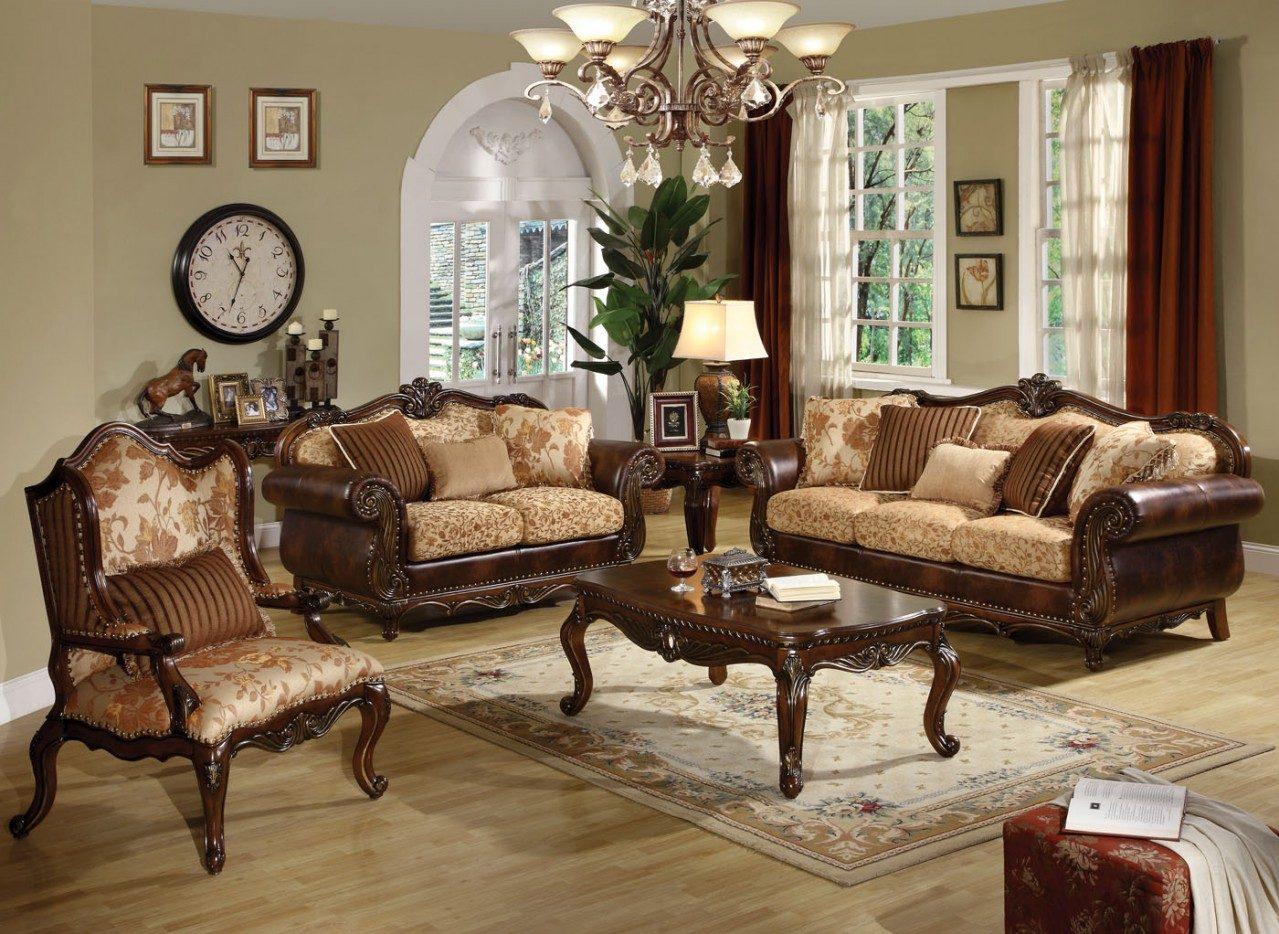Salón clásico en tonos madera