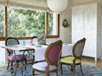 Comedor vintage con sillas victorianas :: Imágenes y fotos