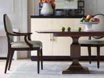 Mesa y sillas de comedor clásicas :: Imágenes y fotos